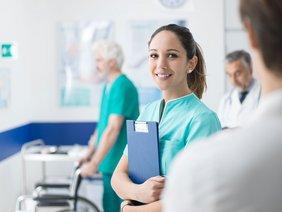 Medizinischer Behandlungsassistent Bachelor Dresden International University